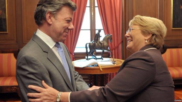 Según las fiscalías de Colombia y Chile, las campañas electorales de Juan Manuel Santos y Michelle Bachelet habrían recibido financiamiento de Odebrecht y OAS, respectivamente.