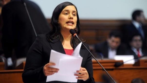 Mendoza fue congresista por Cusco entre 2011 y 2016. Renunció al partido en el 2012