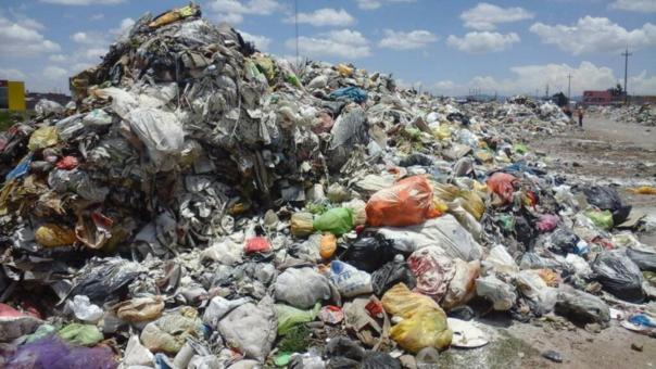 Basura acumulada en Juliaca está poniendo riesgo la salud pública.