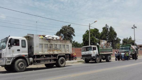 Camiones de basura en Reque