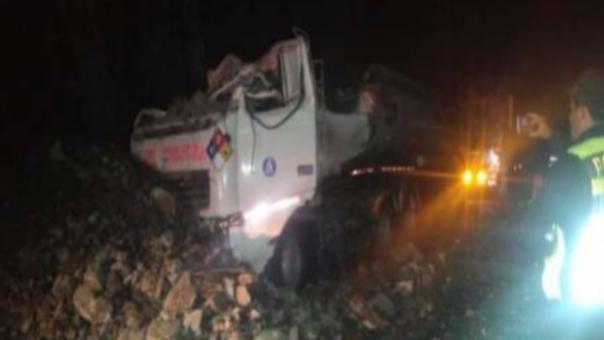 Derrumbe de rocas en Carretera Central.