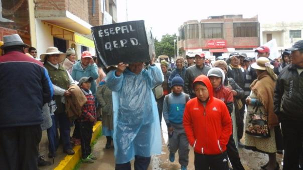 Manifestante cargaron ataúdes representando a empresa Eserapal S.A.C.