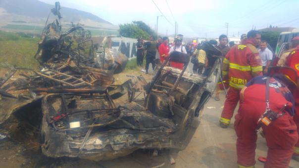 Pasajeros mueren calcinados en triple choque vehicular — Trujillo
