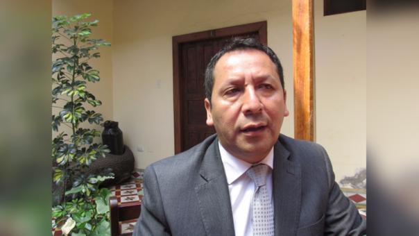 congresista por la región Lambayeque, Sr. Clemente Flores Vílchez