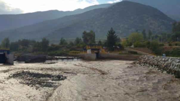 Cortes de agua potable afectan a más de 1 millón 400 mil hogares en Chile.