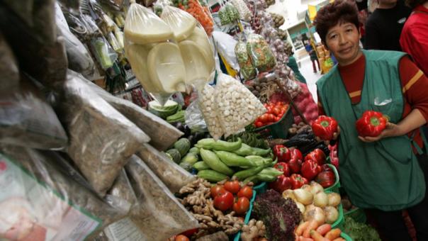 La inflación del segundo mes del año fue mayor al 0.24% que anotó en enero.