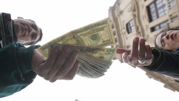 La moneda en los últimos 12 meses el dólar se ha depreciado en 5.28 por ciento.