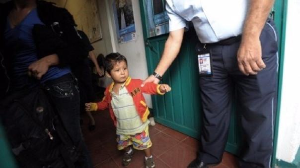 Un niño y su madre son deportados a América Central.
