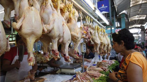 Alza del precio del pollo impacta en bolsillo de familias limeñas