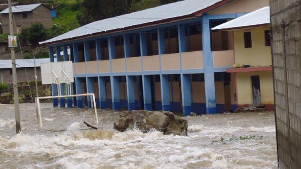 Colegio inundado