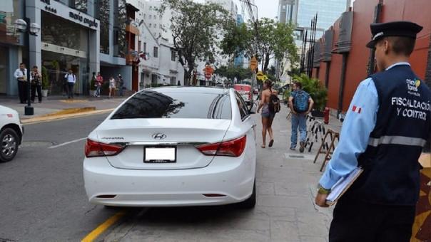 Vehículos mal estacionados en Miraflores serán llevados al depósito municipal