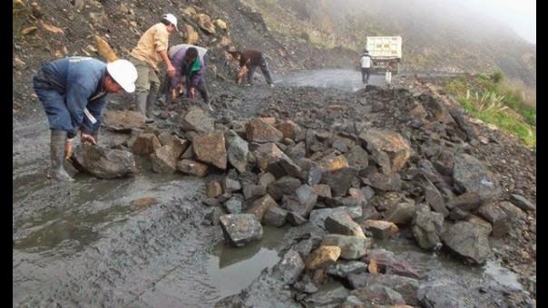 Desborde de río destruye carretera Chuquicara - Quiroz