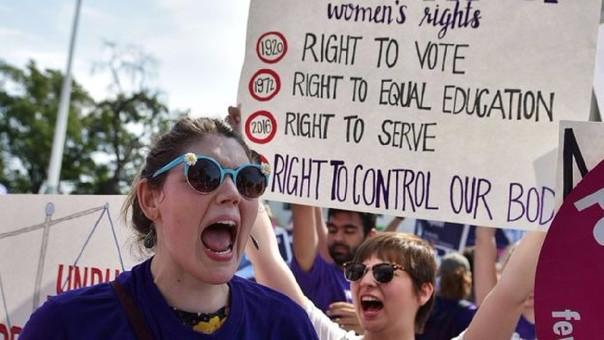 Legisladora de Texas propone multar la masturbación en hombres