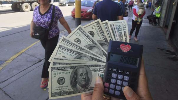 La moneda en los últimos 12 meses el dólar se ha depreciado en 2.29 por ciento.