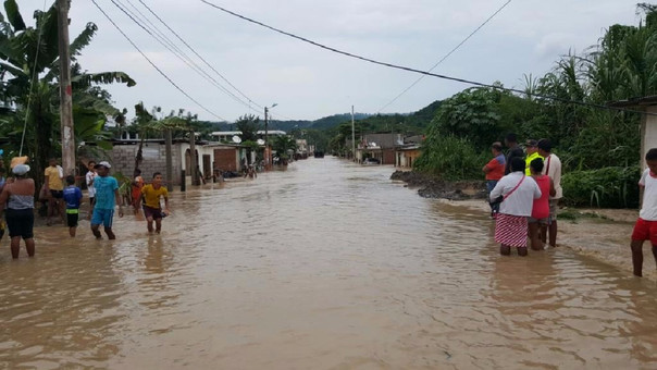 Las lluvias también afectan a Ecuador, cerca a la zona de lluvias en el norte del Perú. Esmeraldas es una de la zonas más afectadas.
