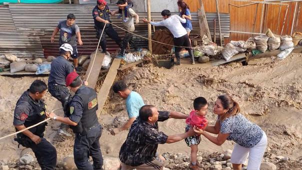 Esta decisión se adoptó ante los desastres naturales que vienen afectando a personas, viviendas y carreteras.