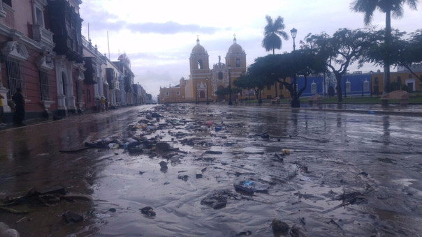 Así quedó la plaza de Armas de Trujillo luego de la inundación.
