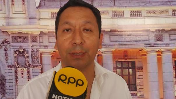congresista Clemente Flores
