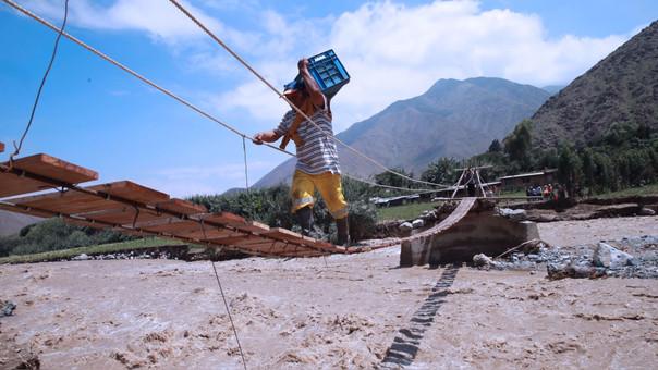 Más de 600,000 damnificados dejan los temporales y deslaves en el Perú a causa del Fenómeno El Niño.