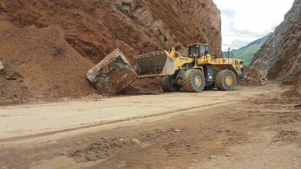 Maquinaria pesada realiza trabajos de limpieza para restablecer el tránsito, en su totalidad, en la vía Cajamarca - Ciudad de Dios