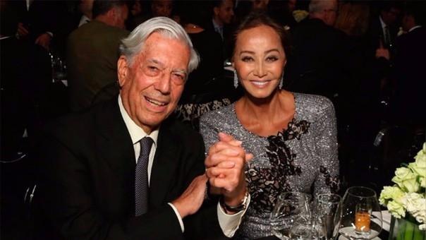 Mario Vargas Llosa con su actual novia, Isabel Preysler.