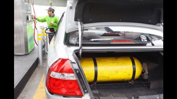 El Gas Natural Vehicular (GNV) y el Gas Licuado de Petróleo (GLP), son los combustibles reemplazantes en los vehículos a gasolina, cuentan con un octanaje increíblemente alto y son más económicos, sin embargo también tienen algunas desventajas.