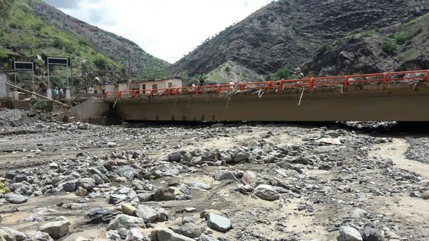 Puente en río Hualapampa