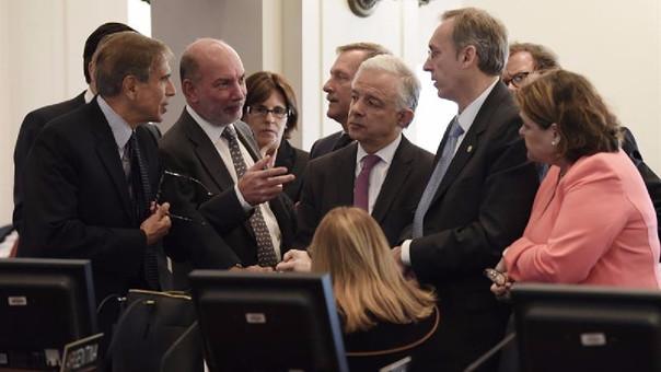 La sesión de la OEA fue suspendida por Bolivia y Venezuela pero continuó porque había quórum suficiente.