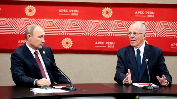 Vladímir Putin y PPK se reunieron en Lima durante la cumbre APEC 2016, en noviembre.