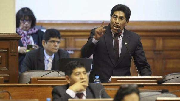 Parlamentario puneño es investigado por el delito de falsedad genérica.