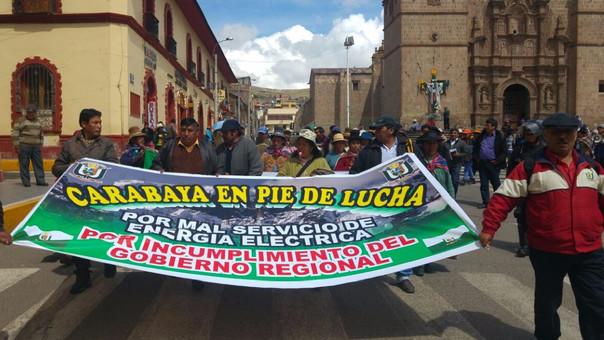 Pobladores de Carabaya llegaron a Puno para movilizarse y hacer plantones.