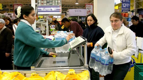 Se sancionará hasta con 6 años de cárcel la especulación de precios y el acaparamiento de productos en zonas de emergencia por desastres, señala el dictamen aprobado.