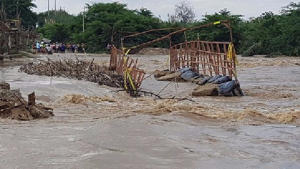 Alto caudal destruyó puentes