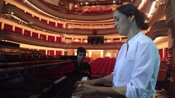 Mientras tanto, Julieta Venegas continuará con su gira 'Algo sucede'.