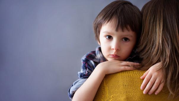 En niños de edad escolar, la depresión puede manifestarse con angustia de tipo conductual.