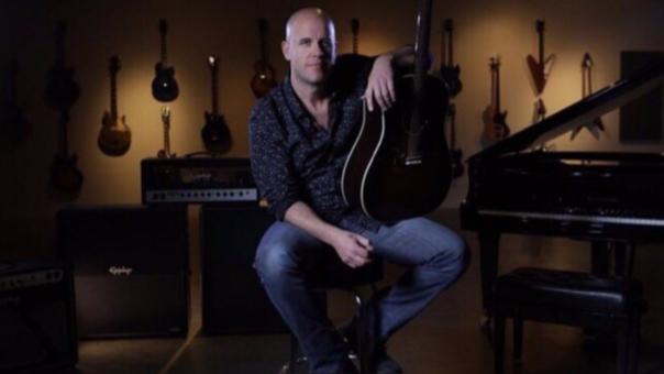 Gian Marco espera que la nueva versión de la canción 'Hoy' recaude un millón de soles para ayudar a los damnificados.