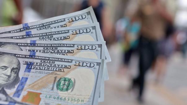 La moneda en los últimos 12 meses el dólar se ha depreciado en 4.39 por ciento.