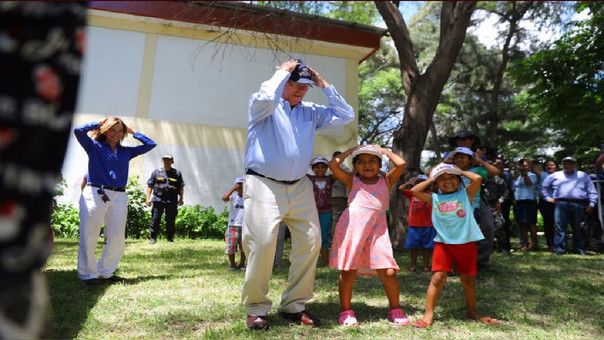 PPK visitó el colegio Pedro Ruiz Gallo donde inspeccionó el programa El Cole Contigo.
