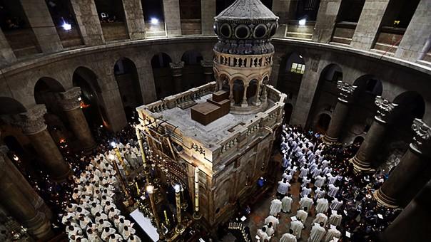 La Iglesia del Santo Sepulcro en Jerusalen alberga lo que se cree que fue la tumba de Jesucristo tras su crucifixión. Fue recientemente restaurada y estudiada.