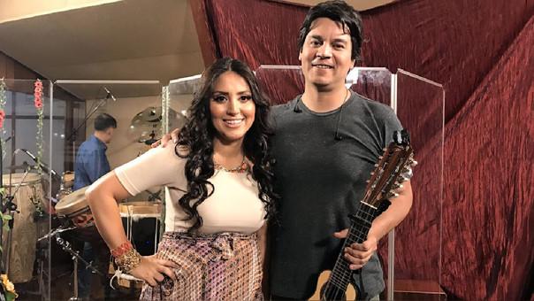 Lucho Quequezana junto a Nicole Pillman en el rodaje de