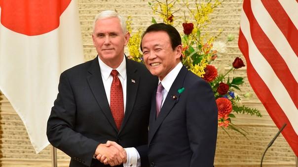 Mike Pence declaró junto a su homólogo Taro Aso.