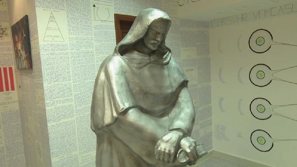 Una estatua pesada de 2 metros preside ahora el que fuera el dormitorio de Bruno.