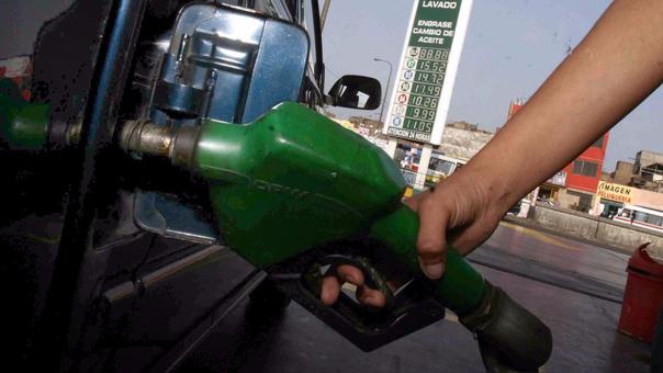 Según la asociación de consumidores las refinerías aumentaron sus precios pese a estar sobrevalorados.