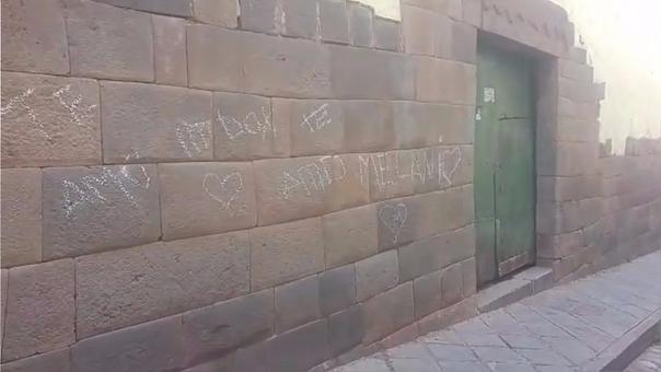 Cusco: arrestaron a turistas por hacer pintas en Centro Histórico