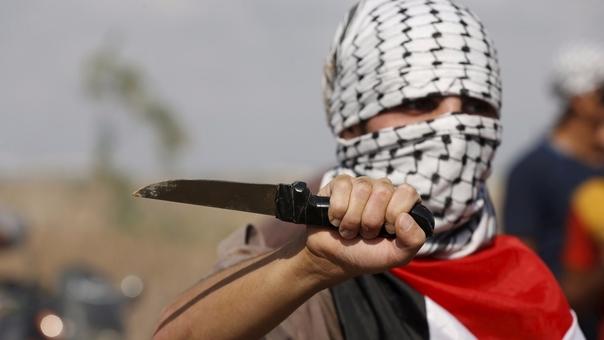 Palestino acuchilla a 4 israelíes