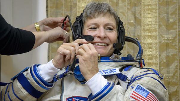 Peggy Whitson la mujer astronauta con más tiempo en el espacio