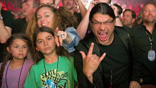 Robert Trujillo, bajista de Metallica, visitará Lima con su pequeño hijo Tye que será bajista de Korn en el concierto que brindarán en el Estadio Nacional.