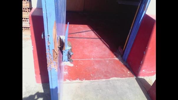 Los maleantes violentaron la puerta del aula más segura.