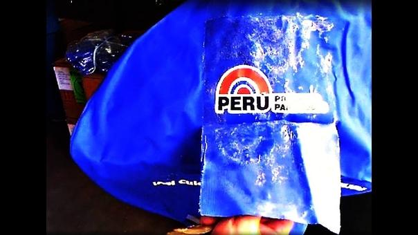 Cobertor con logo de gobierno de Ollanta Humala