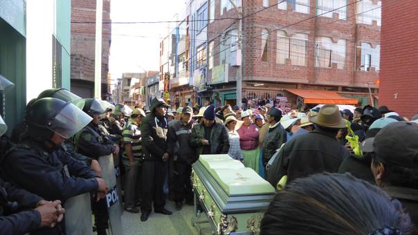 Pobladores rodearon comisaría de Ilave advirtiendo que ajusticiarían a asesinos.